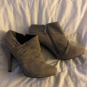 Guess WGlainey 9.5 soft booties heels